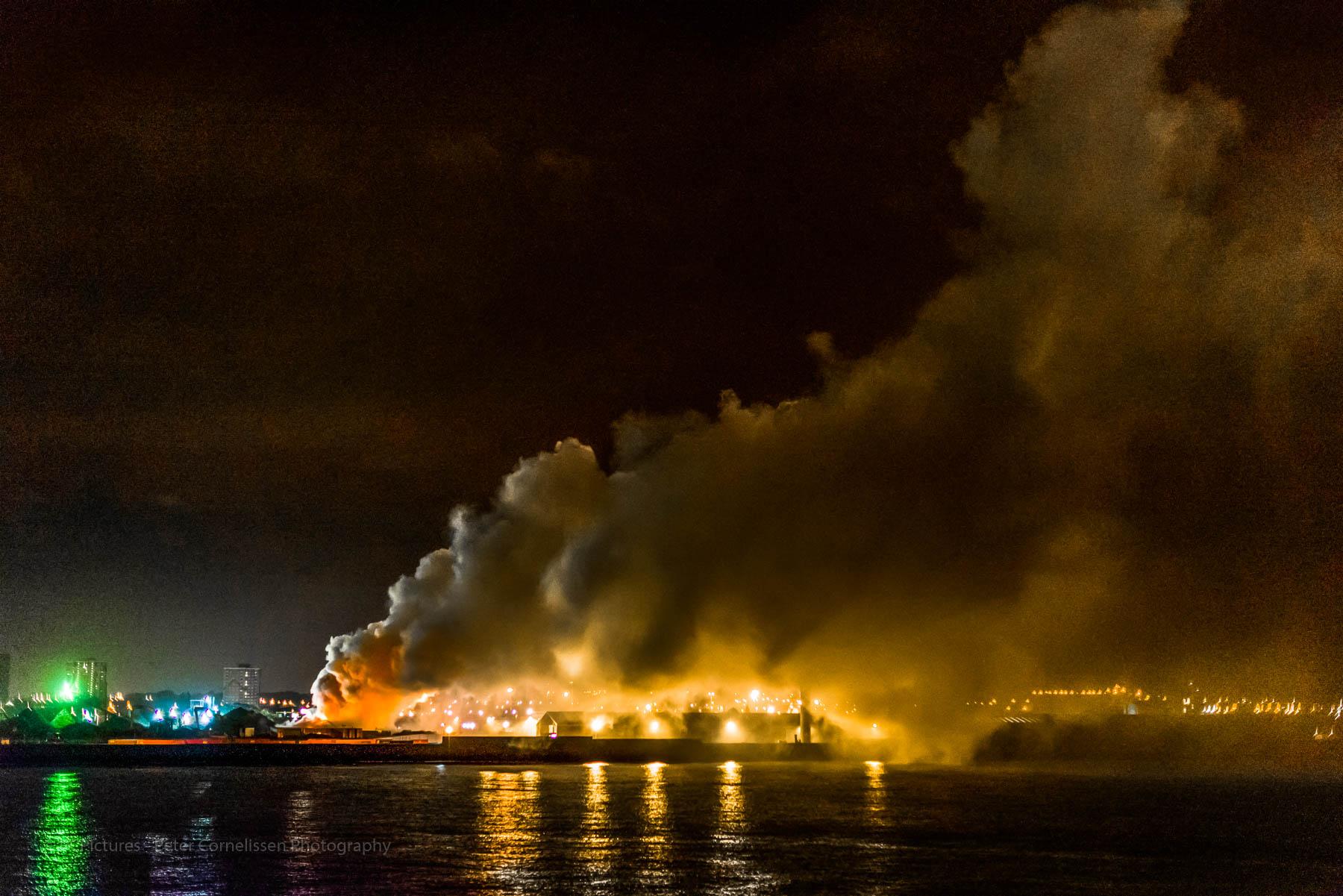 England, Foto catagoriëen, Landen, Liverpool, Seascape, United Kingdom, fire, zeegezicht